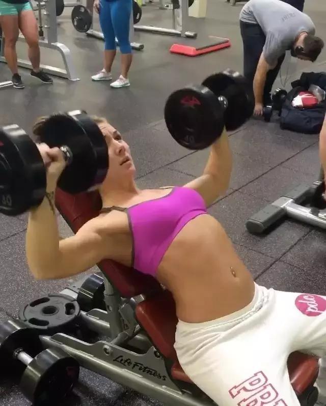 女人永遠都不要健身,一點都不酷!