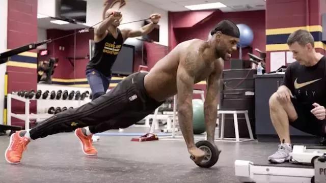 詹姆斯每年花150萬刀保養肌肉,男籃卻還在吃麥當勞!