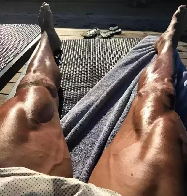 當C羅秀出勁爆大腿,你就知道為什麼女人都想睡他